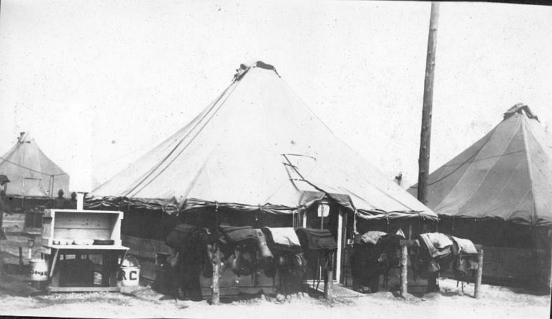 1st Squad Tent and Wash-Stand.jpg (50843 bytes)
