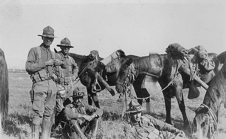 Squad Hike to Ft Huachuca 1916.jpg (102795 bytes)